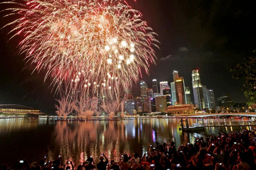 Fireworks At The Marina Bay Singapore 2017 Countdown Party.