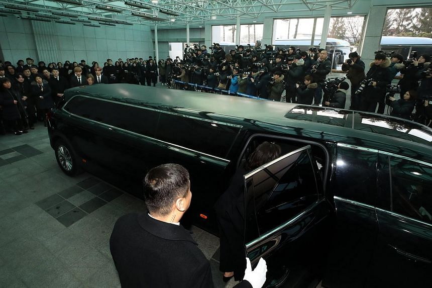 The funeral procession for Kim Jong Hyun leaves Asan Medical Centre in Seoul on Dec 21, 2017.