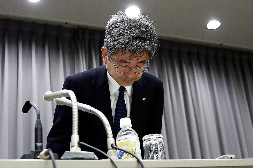 Kobe Steel executive vice-president Naoto Umehara bowing to apologise over the scandal after a Tokyo news conference yesterday.