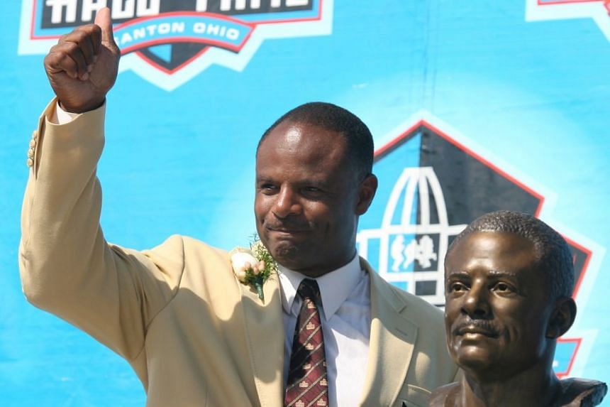 Warren Moon being inducted into the Pro Football Hall of Fame in 2006.