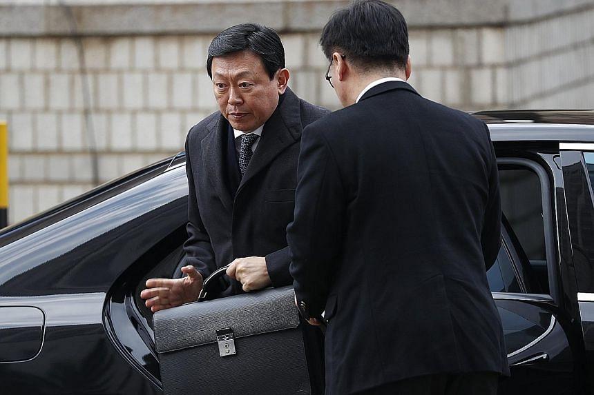 Shin Dong Bin, 62