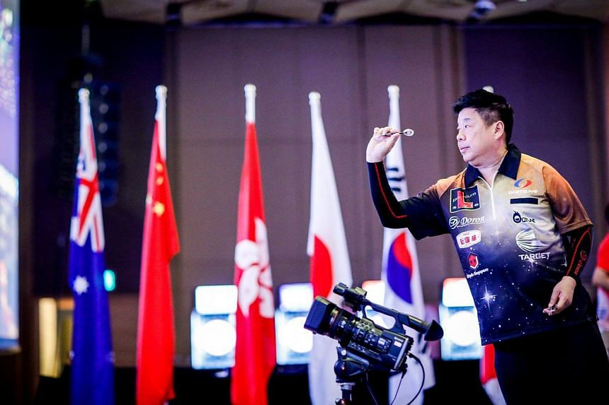 Singaporean Paul Lim's poor finishing cost him another historic nine-darter and the £20,000 (S$36,000) bonus that comes with it.