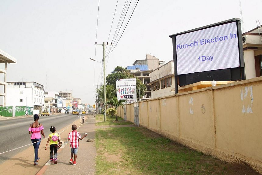 An electronic board shows the countdown for the presidential elections in Monrovia, Liberia, on Dec 25.