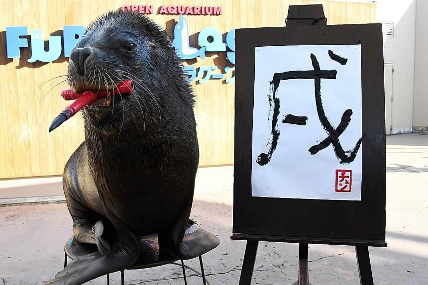 Thirteen-year-old sea lion Chen can afford to look a bit proud, after writing the Chinese character for the Earthly Branch symbol associated with the Year of the Dog during a press preview at Yokohama Hakkeijima Sea Paradise in Japan yesterday. Accor