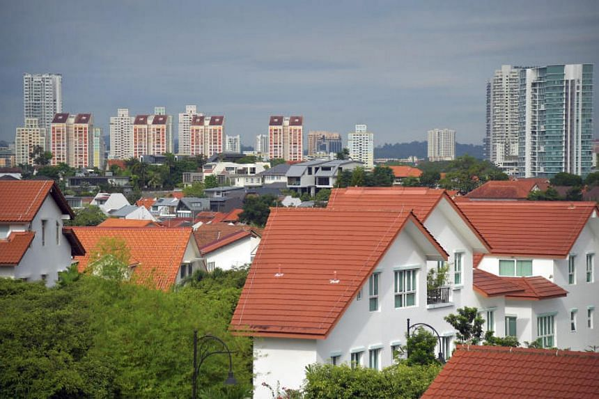 On average, Singaporeans who live in public housing have fewer than one friend who lives in private housing.