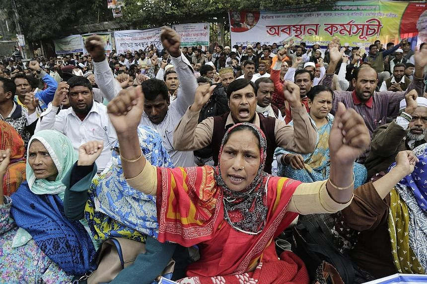 Non-MPO (monthly pay order) teachers from various non-governmental institutions demonstrating as they held an indefinite sit-in protest in the streets in front of the National Press Club in Dhaka, Bangladesh, yesterday. Several hundred teachers atten