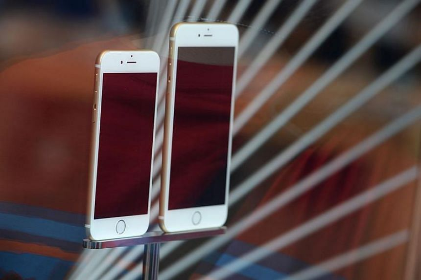 Apple apologised to its customers for slowing down performance of older iPhone models and said it would discount replacement batteries for some of its handsets.