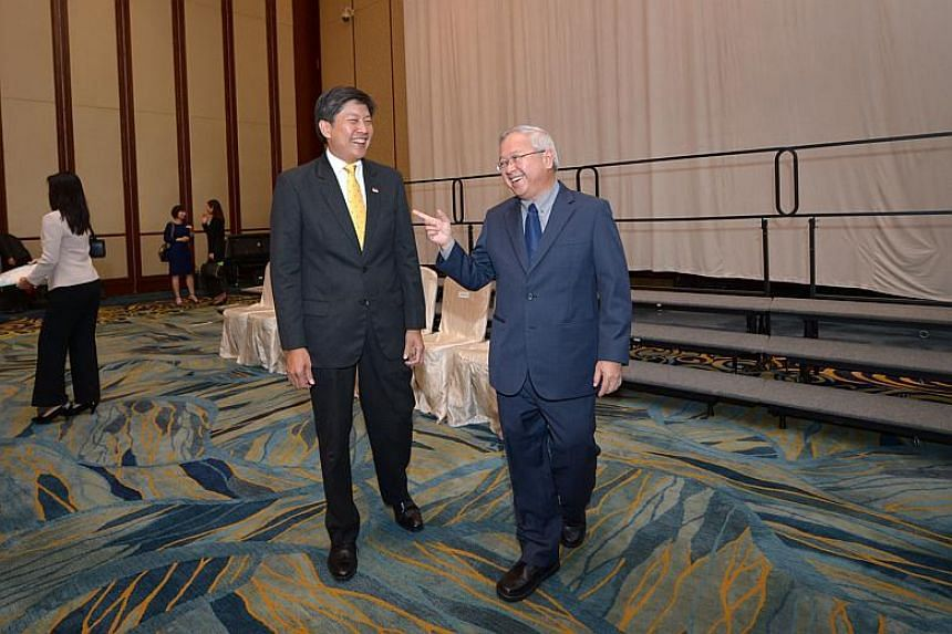 Minister Ng Chee Meng (left) chats with Dr Hon Chiew Weng (left), the retiring principal of Hwa Chong Institution, after the Appointment and Appreciation Ceremony for Principals by the Ministry of Education at the Shangri-La Hotel's Island Ballroom o