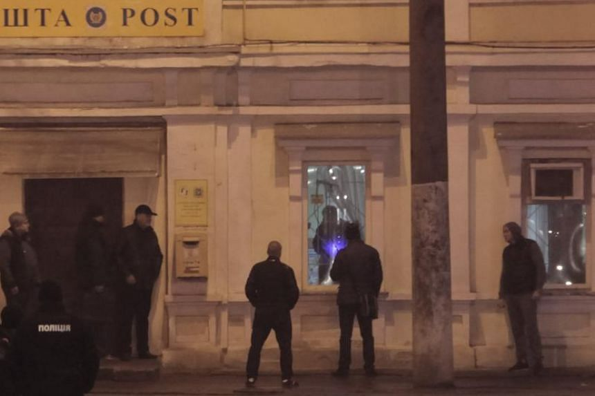 Law enforcement officers negotiate with a hostage-taker at a post office in Kharkiv, Ukraine on Dec 30, 2017.