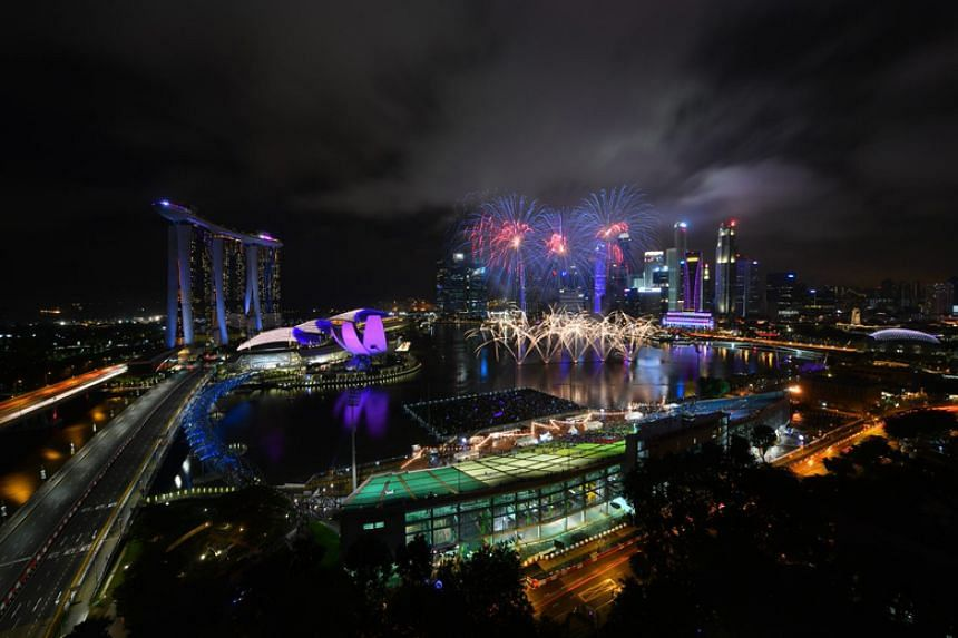The fireworks display at 8.05pm during the Marina Bay Singapore Countdown 2018.