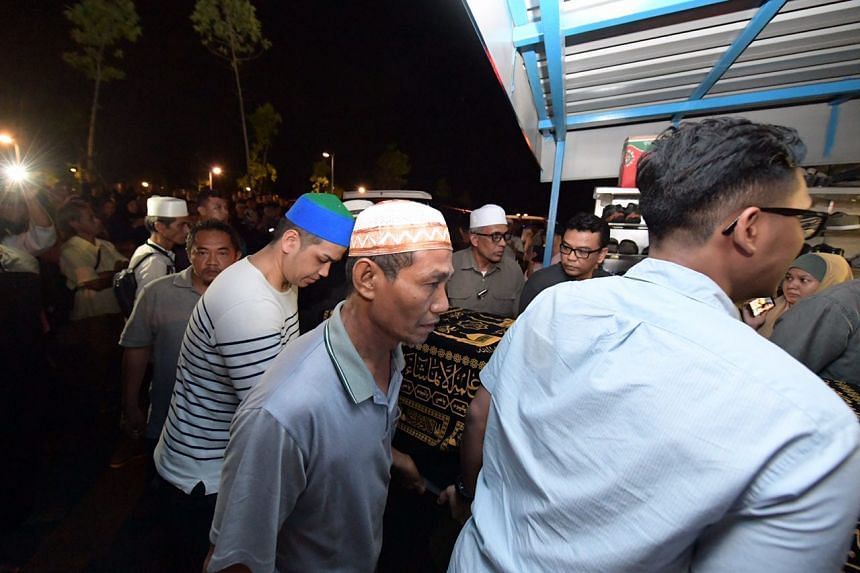 The casket of Mr Rosli Samad, 54, arrives at the Choa Chu Kang Muslim Cemetery.