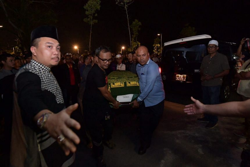 The casket of Madam Maimunah Sapari, 51, arrives at the Choa Chu Kang Muslim Cemetery.