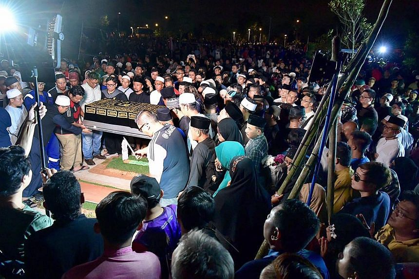 The family members were buried last night in Choa Chu Kang Muslim Cemetery. Three hearses bearing the four bodies left Port Dickson Hospital yesterday evening under police escort to the Seremban-Johor highway and then made their way to Singapore.