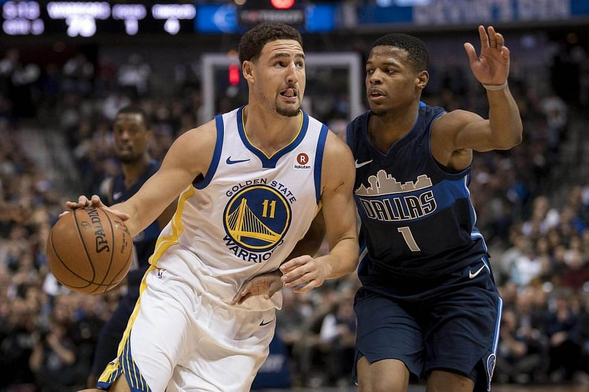 Golden State Warriors guard Klay Thompson drives to the basket past Dallas Mavericks guard Dennis Smith Jr during the second half at the American Airlines Center, on Jan 3, 2018.