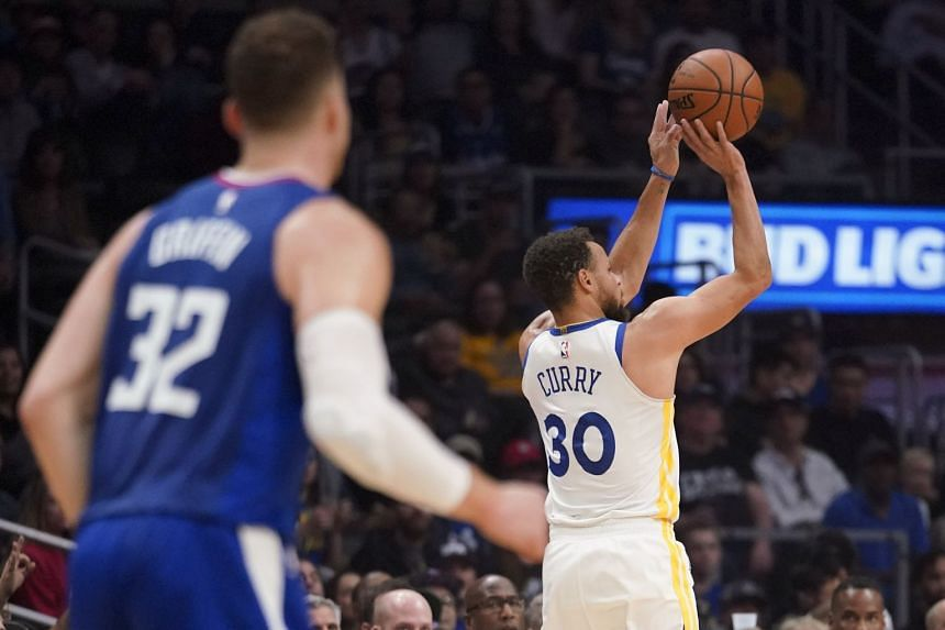 Golden State Warriors guard Stephen Curry (#30) taking a shot against the Los Angeles Clippers during their NBA match on Jan 6, 2018.