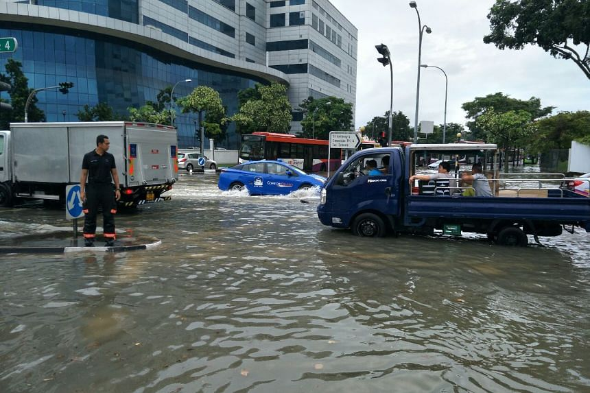 Vehicles on the flooded road at the junction of Upper Changi and Bedok North Avenue 4.