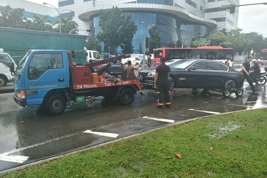 A car being towed away at the junction of Upper Changi Road and Bedok North Avenue 4.