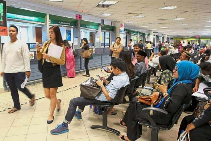 Malaysian federal government departments will now close at 6pm to give more flexibility to civil servants and improve the public delivery system.
