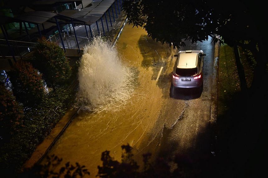 Water gushing out from a burst pipe along Tampines Ave 4 on Dec 26, 2017. Despite several high-profile incidences, there has been no discernible upward trend in the number of water pipe leaks, said Dr Amy Khor in Parliament on Jan 10, 2018.