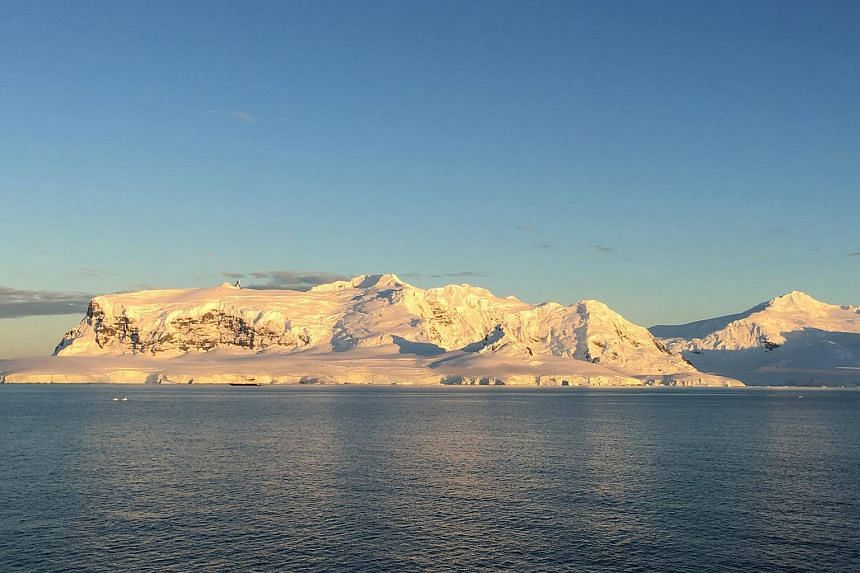 A team of researchers from the Commonwealth Scientific and Industrial Research Organisation (CSIRO) will deploy 11 deep-sea Argo floats near Antarctica.