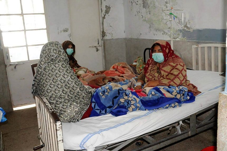 Patients suffering from H1N1 influenza receive medical treatment at a hospital in Multan, Punjab province, Pakistan, on Jan 5, 2018.