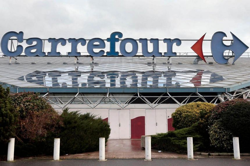 Retailers Carrefour, Leclerc, Auchan and Systeme U independently said some Lactalis baby food products remained on their shelves after a recall by the dairy giant in December 2017.