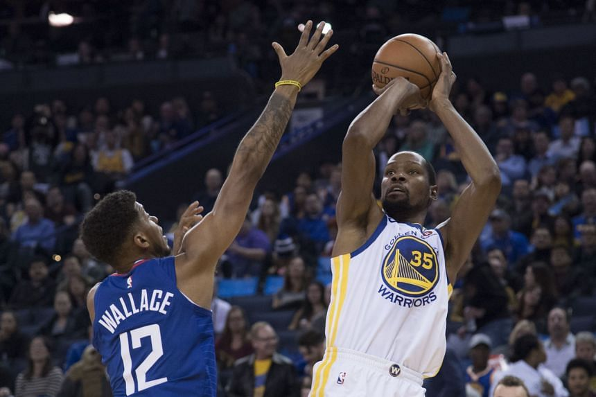 Kevin Durant (right) became the 44th player in NBA history to score 20,000 career points after finishing with 40 against the Los Angeles Clippers on Jan 10.