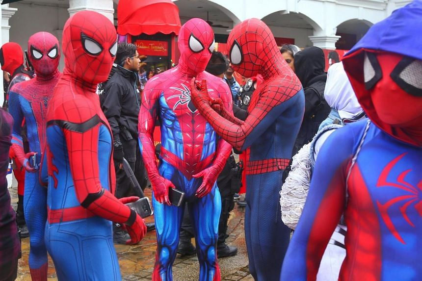 Cosplayers in Spiderman costumes getting ready for the gathering.