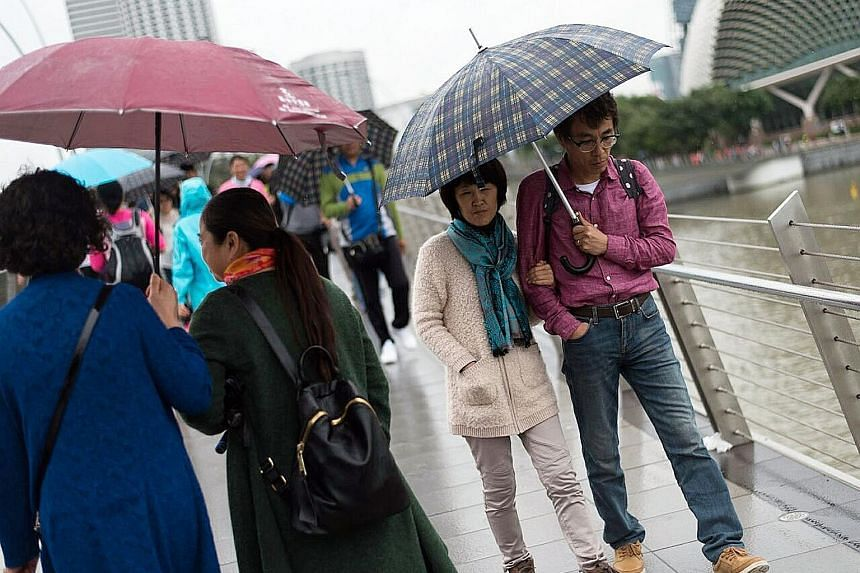 As a monsoon surge over the South China Sea continued to bring in cool air from the winter chill in the northern hemisphere, people in Singapore have been spotted staying warm by donning coats and scarves. Welfare organisations are also keeping a clo