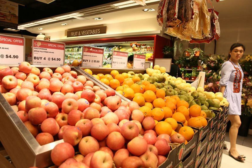 Rainy weather and floods have hiked up the sales of vegetables in Singapore, after suffering a 40 per cent loss of local green leaf crops, said the Singapore Fruits and Vegetables Importers and Exporters Association.