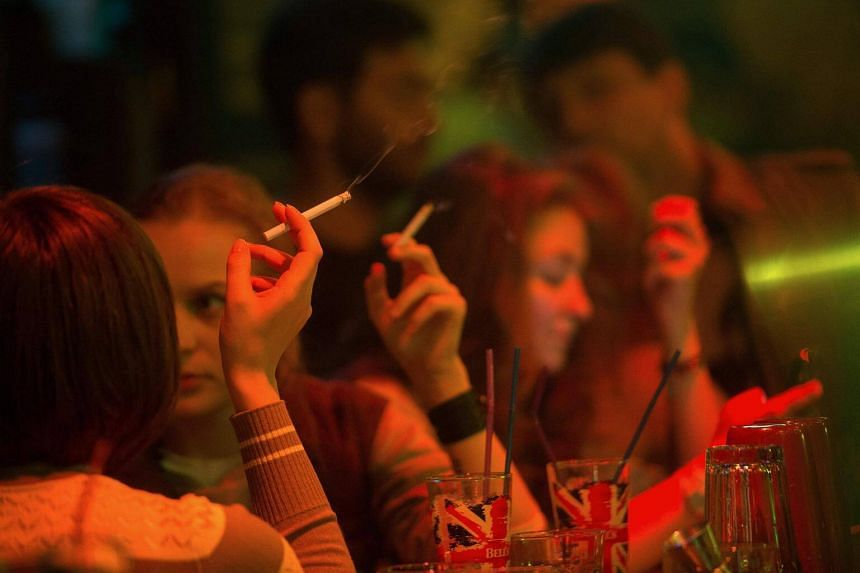 Russia's tobacco use fell by more than a fifth between 2009 and 2016, according to a recent survey.