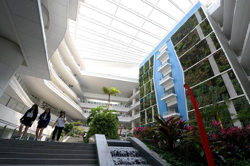 Students on campus at ITE College Central on Feb 16, 2015.