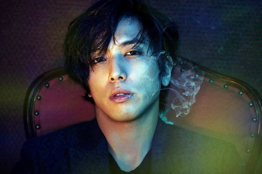 CNBlue's frontman Jung Yong Hwa has decided to withdraw from TV talk show Talk Mon, following controversy over his graduate school admission.