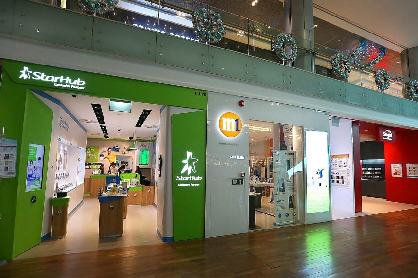 Singtel, M1 and Starhub shops in ION Orchard.