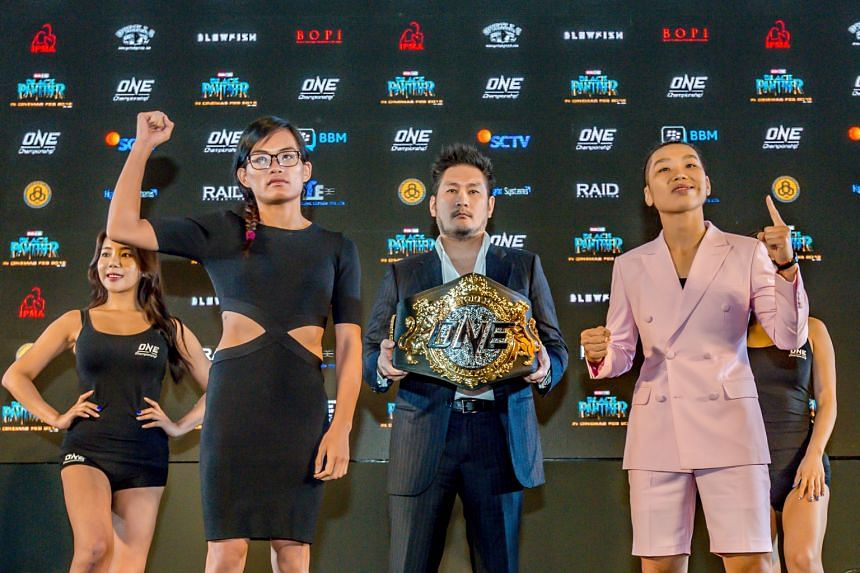 Singapore's Tiffany Teo (second left) and China's Xiong Jingnan (right) at the One Championship Kings of Courage press conference at the Fairmont Jakarta.
