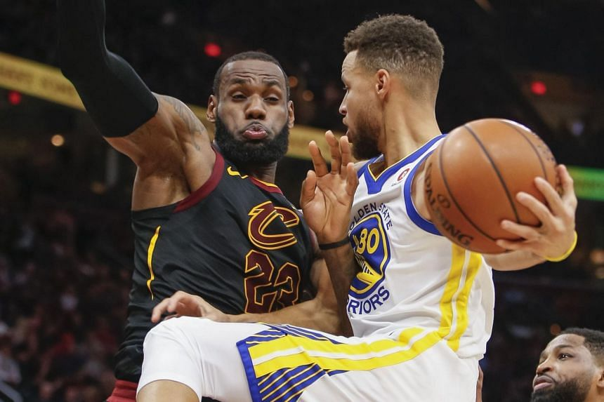 Stephen Curry (right) of the Golden State Warriors collides with LeBron James (left) of the Cleveland Cavaliers while driving to the basket at Quicken Loans Arena in Cleveland, Ohio on Jan 15.