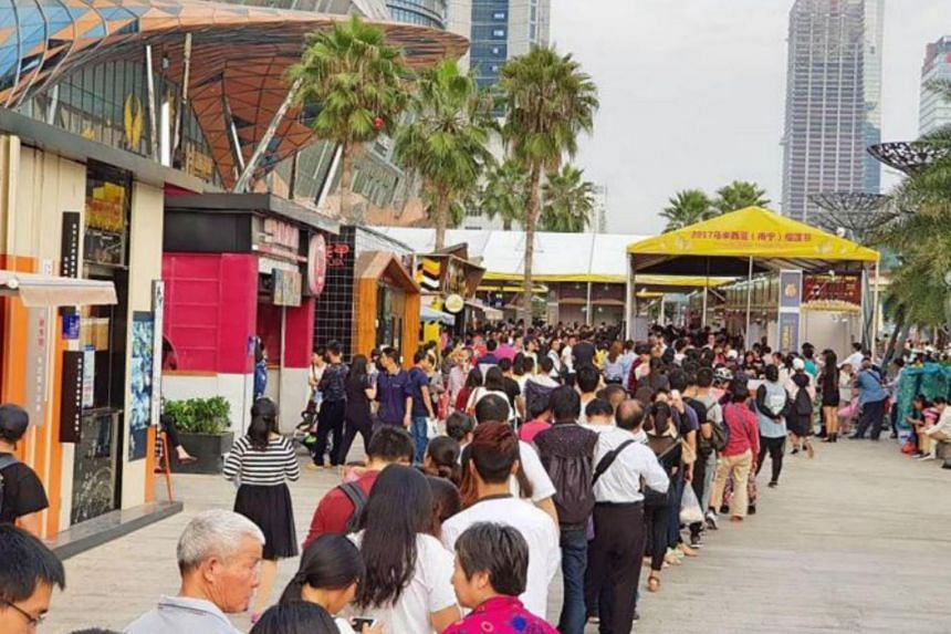 About 165,000 people visited the durian festival in Nanning, China, with some queueing up to three hours under rain and sun.
