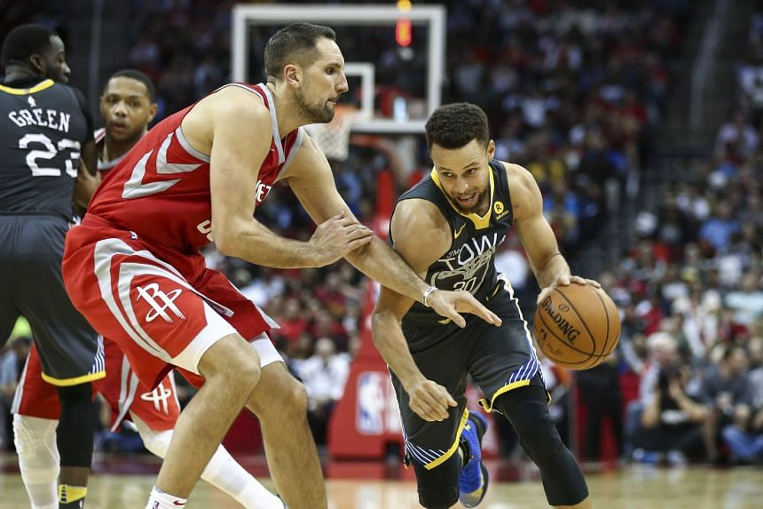 Golden State Warriors guard Stephen Curry (right) dribbles the ball as Houston Rockets forward Ryan Anderson defends during the third quarter.