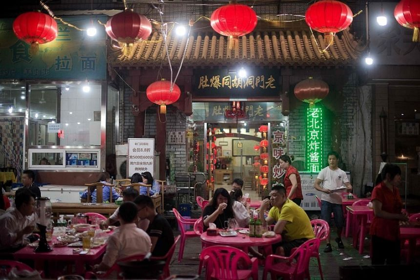 People eating dinner at a restaurant in Beijing.