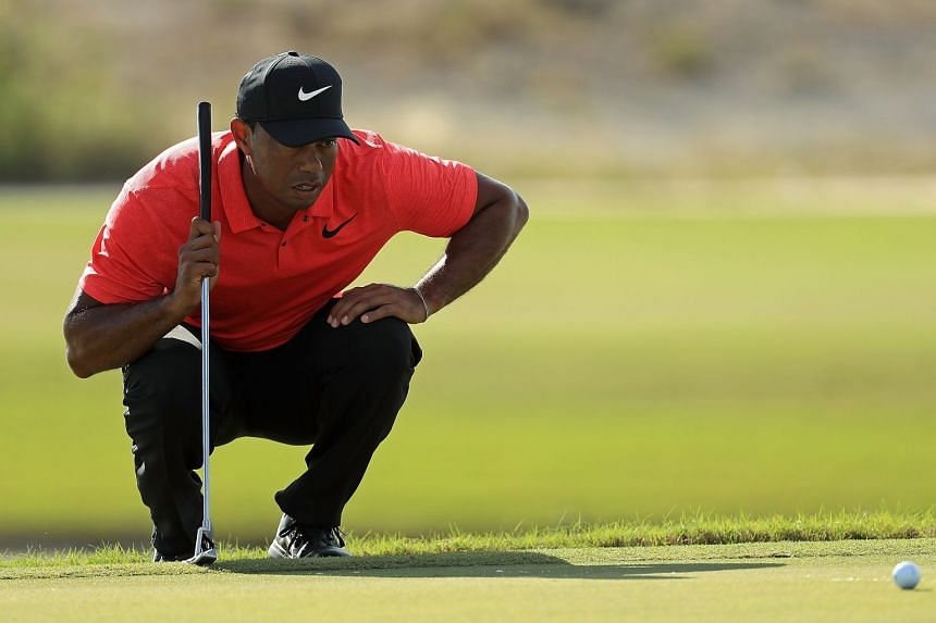 Woods lining up a putt on the 18th hole during the final round of the Hero World Challenge.