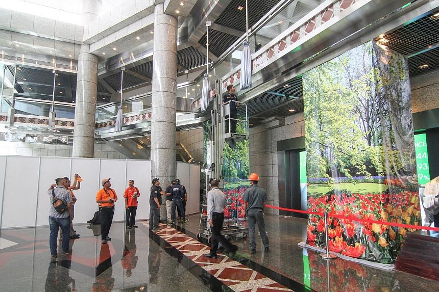 Forensic police conduct an inspection of a mezzanine, similar to the one which collapsed, in the main lobby of the Indonesia Stock Exchange building in Jakarta, Indonesia, on Jan 16, 2018.