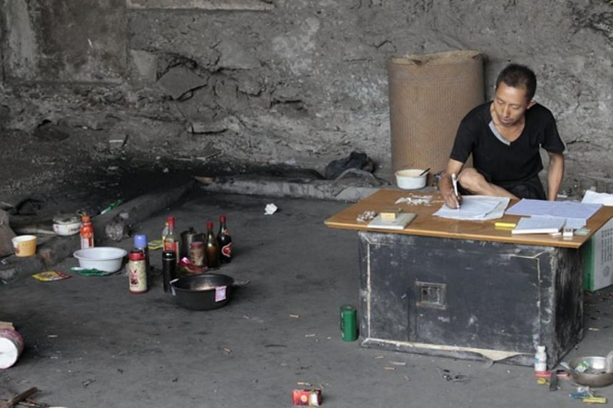 Mr Wang Chengzhou has made a home under a road bridge in Chongqing where he spends his time researching the mathematical formula behind the lottery's winning digits.