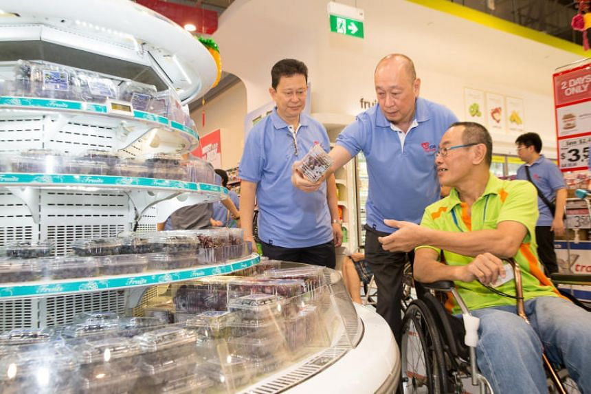 UOB Deputy Chairman and CEO Mr Wee Ee Cheong (centre) and UOB client Mr Nelson Lim (left) shopping with Mr Lim Chin Hwa from SPD (right).