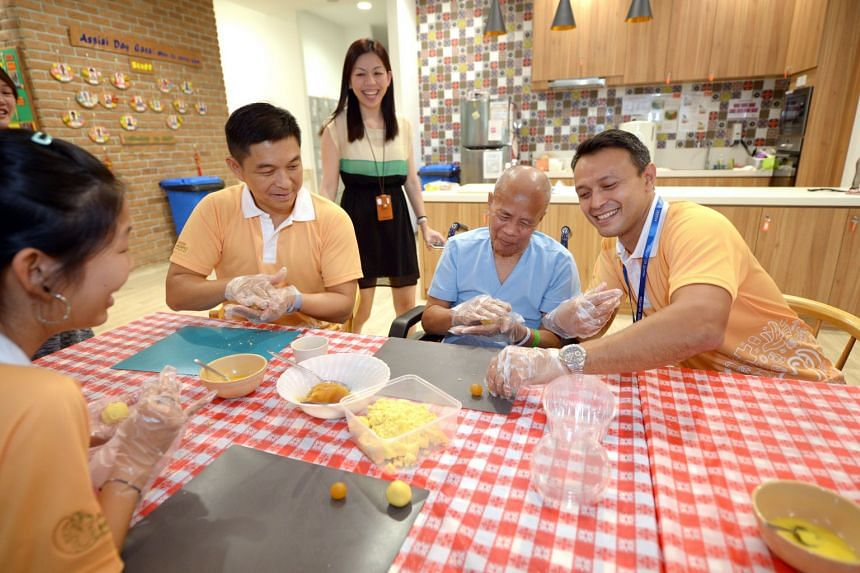 (From left) Speaker of Parliament Tan Chuan-Jin learns to make pineapple pastry with patient Mohamad Shariff  and volunteer Nicholas Mowe at Assisi Hospice on Jan 26.