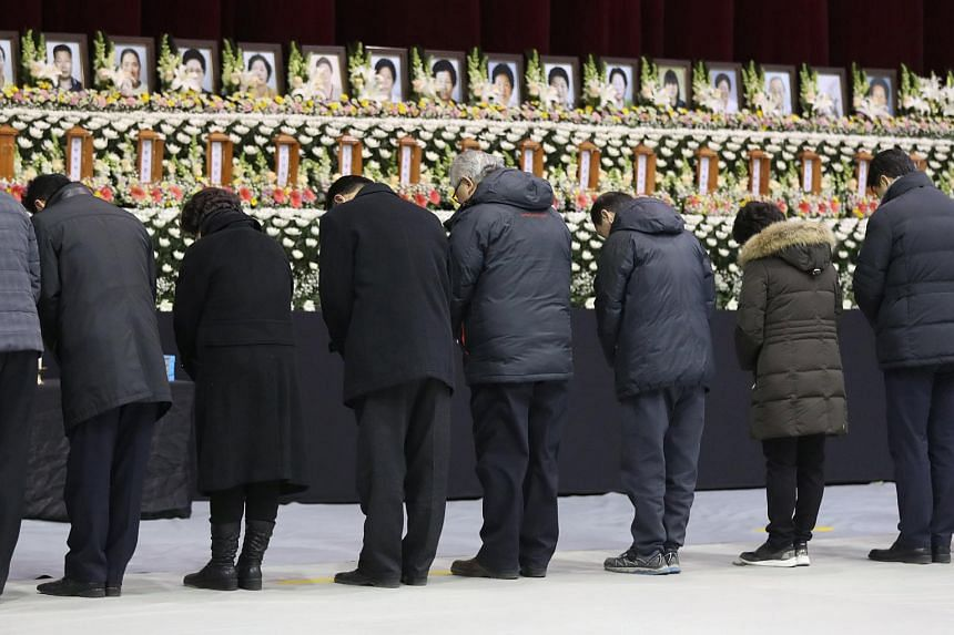 People mourn at a memorial altar for victims of a hospital blaze in Miryang, South Korea, on Jan 27, 2018.