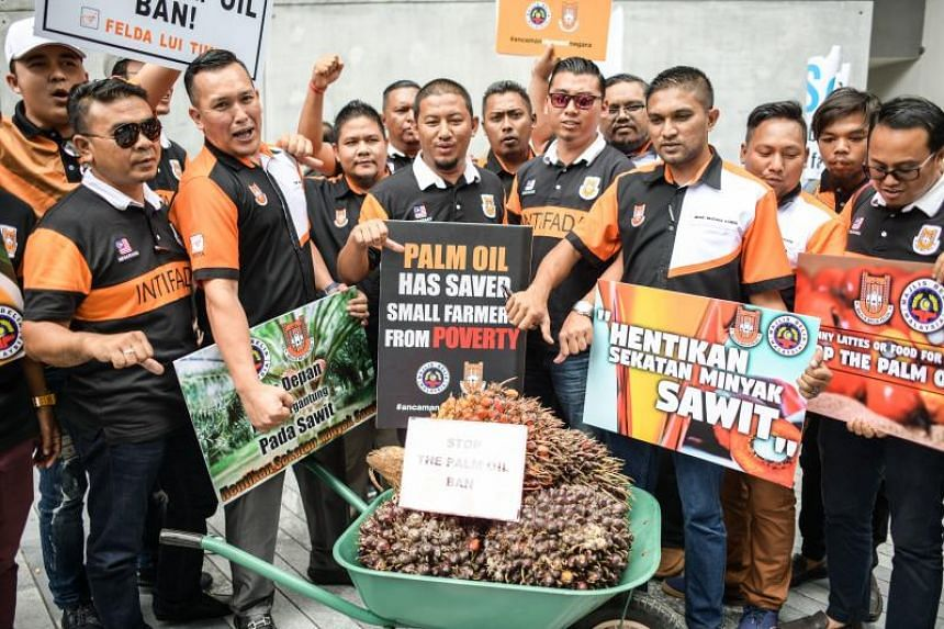 Protesters holding a demonstration against eh EU campaign to ban palm biofuels, in Kuala Lumpur on Jan 16, 2018.