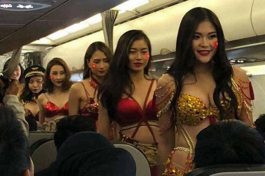 After Plane Lingerie On But Red Stunt Model Faced FootballVietjet kn0P8Ow