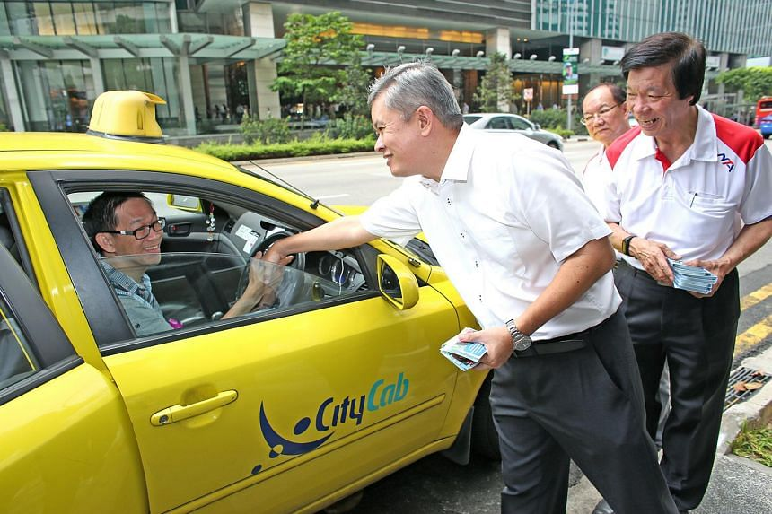 Labour MP and National Taxi Association executive adviser Ang Hin Kee (centre) will also operate as the executive adviser to the National Private Hire Vehicles Assocation from Feb 1, 2018.