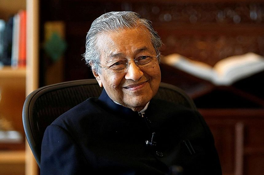 Tun Dr Mahathir Mohamad told Japanese newspaper Mainichi Shimbun that if he becomes prime minister, he intends to eventually hand over the role to his former deputy and jailed opposition leader Anwar Ibrahim.