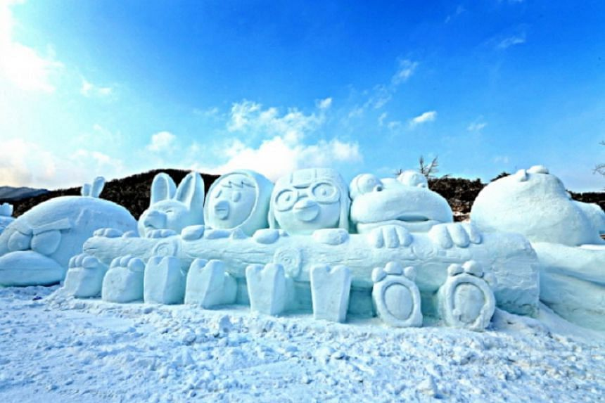 Chilgapsan Ice Fountain Festival in South Chungcheong Province features a large-scale ice fountain creating an Alps Castle where fairy-tale characters live.